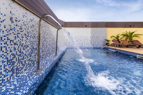 Five advantages of salt chlorination in our pools